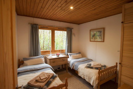 Twin bedroom at The Chalet self catering in Salen Ardnamurchan